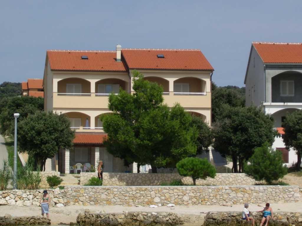 Appartamenti villa delizia pag kolan e mandre croazia for Soggiorno in croazia